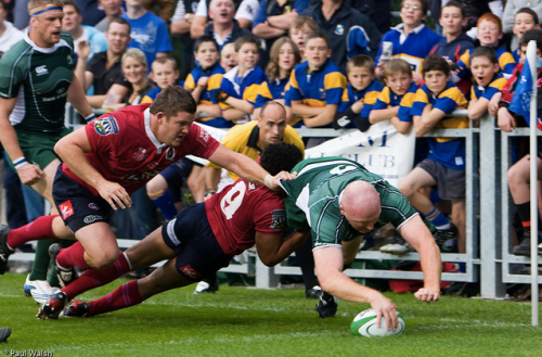Jackman scoring for Leinster (wearing green!) against the Reds in 2008. (c) Paul Walsh.